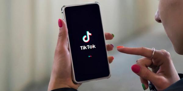 Pionierska kampania wody witaminowej OSHEE w aplikacji TikTok